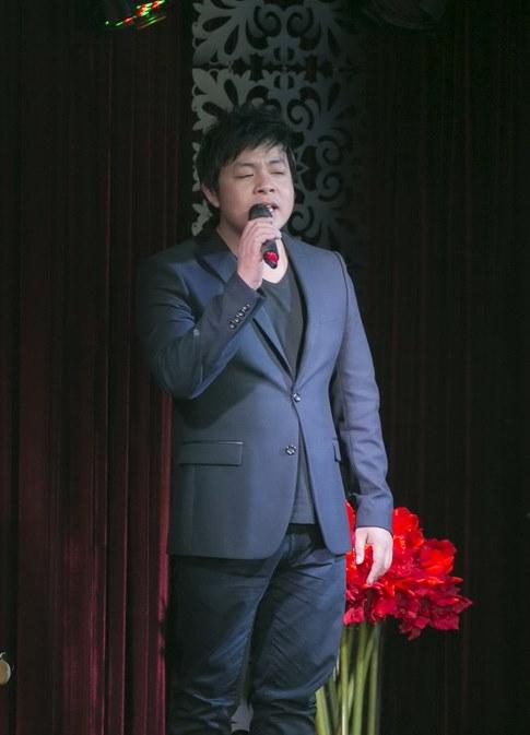 Quang Lê đem mic 10 nghìn đô hát với Mỹ Chi - 1