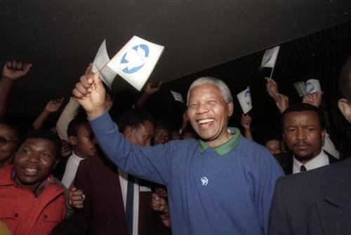 Cựu Tổng thống Nam Phi Nelson Mandela qua đời - 1