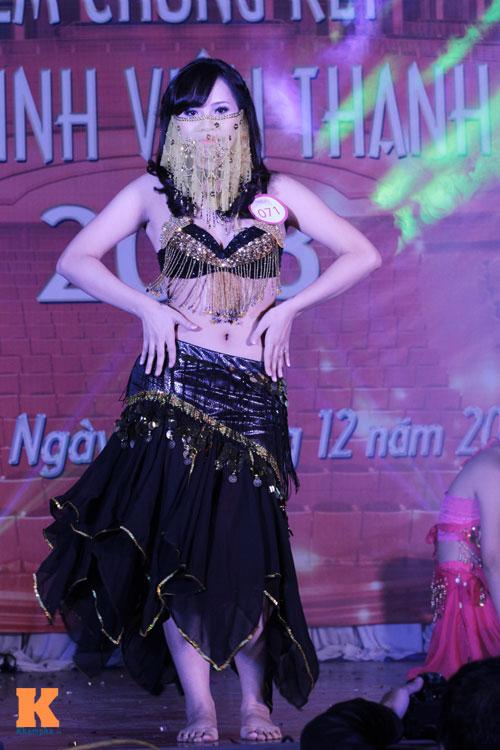 Nữ sinh Nhân văn múa bụng gợi cảm - 1