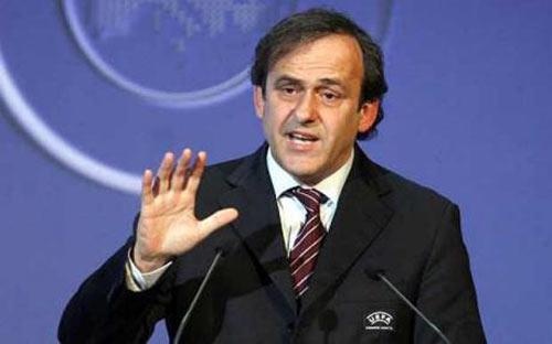 SỐC: Chủ tịch UEFA đòi bỏ thẻ vàng - 1