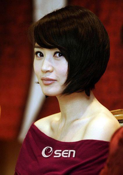 Trang điểm trẻ trung như Kim Hye Soo - 1