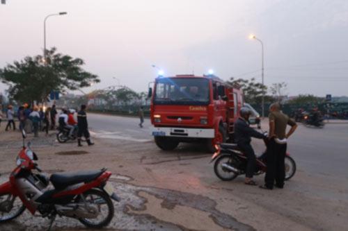 Cháy khu đô thị: Lao vào lửa tìm con mất tích - 1