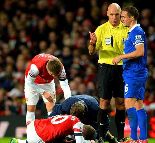 Arsenal đứt mạch thắng, Wenger bất bình - 1