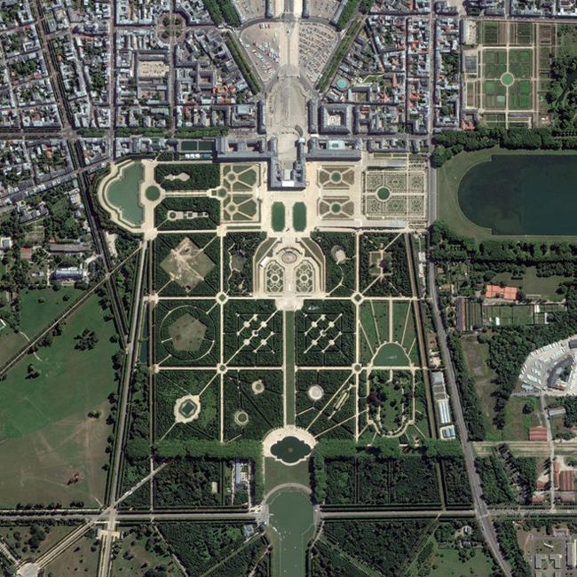 Vẻ đẹp cung điện Versailles của nước Pháp. Ảnh: DigitalGlobe.