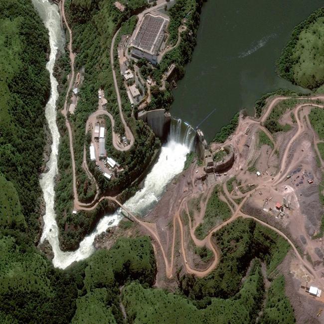 Đập Cambambe ngăn đôi sông Cuanza ở Angola. Ảnh: DigitalGlobe.