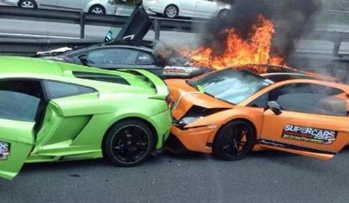 """Ba siêu xe Lamborghini tai nạn bốc cháy thành """"tro"""" - 1"""
