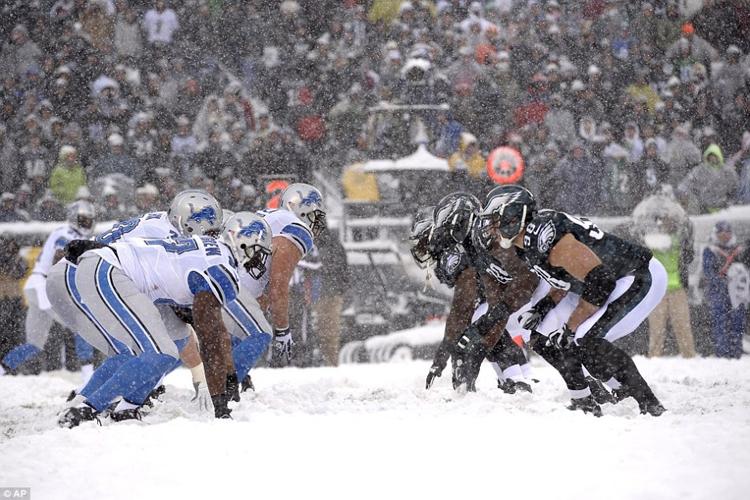 Bão tuyết diễn ra ngay trước khi trận đấu giữa Detroit Lions và Philadelphia Eagles ở thành phố Philadelphia. Dù tuyết rơi dày nhưng BTC giải vẫn quyết định để trận đấu diễn ra.