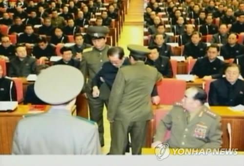 Hoàn Cầu: Phải lập tức vời Kim Jong-un sang TQ - 1