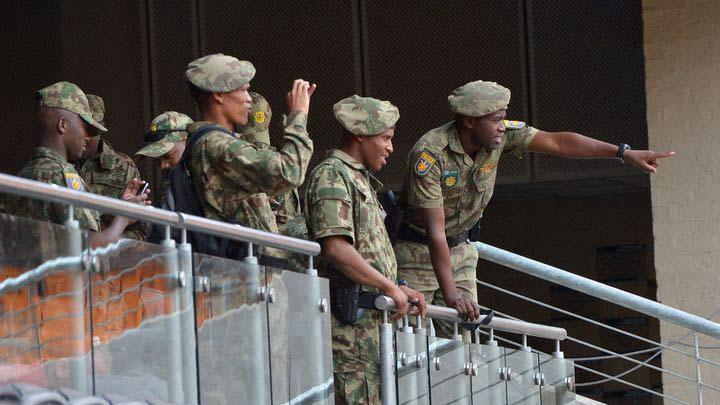 Lễ tang Mandela: Dày đặc lính bắn tỉa, đặc nhiệm - 1