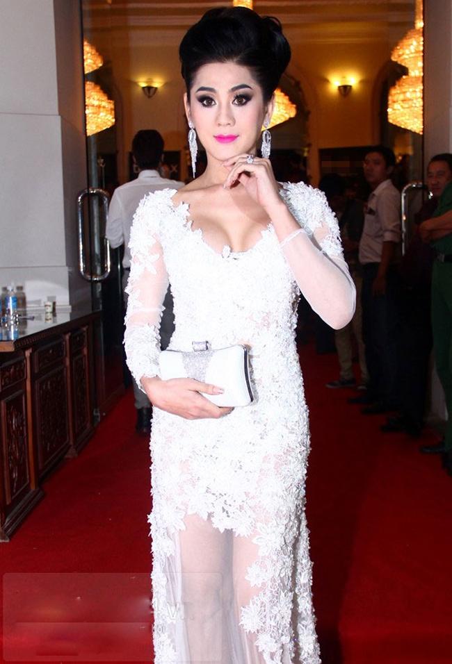 """Lâm Chí Khanh hot hơn sau khi chuyển giới nhưng nữ ca sỹ này cũng được chú ý một phần nhờ vào những phát ngôn """"nổ"""" của mình."""