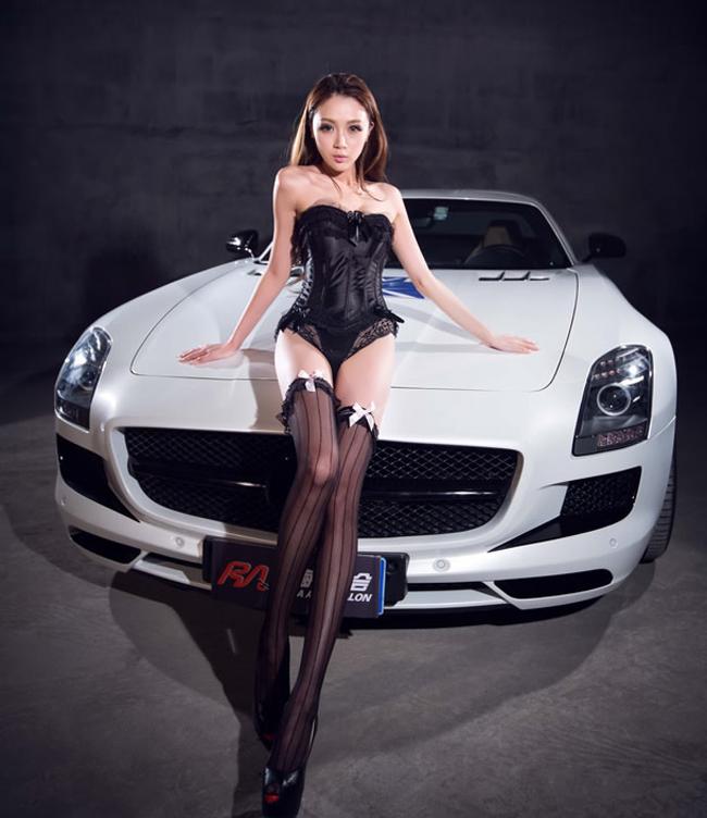 Thiên thần 'sexy' Hwang Mi Hee hớp hồn bên xe  Siêu mô tô chưa 'hút' bằng chân dài nóng bỏng  Cô đào gợi cảm bên chiếc BMW màu mè  Dàn chân dài mỹ miều tạo dáng bên xe