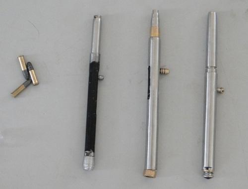 Cựu giáo viên mang 3 súng bút để phòng thân - 1