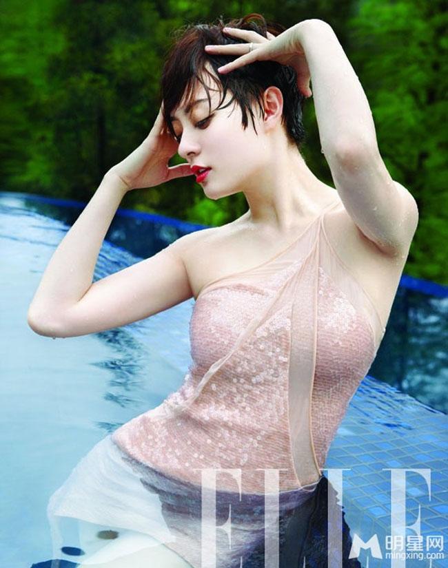 """""""Nữ hoàng màn ảnh"""" Tôn Lệ đẹp ngất ngây trên Elle phiên bản Trung."""