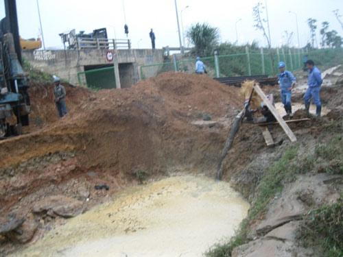 HN: Lại vỡ đường ống, 70.000 hộ dân mất nước - 1