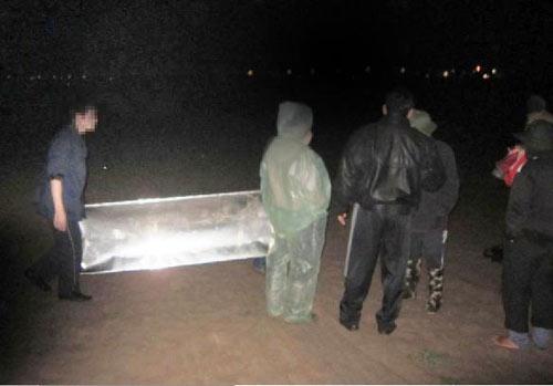 HN: Phát hiện xác phụ nữ trôi gần cầu Vĩnh Tuy - 1