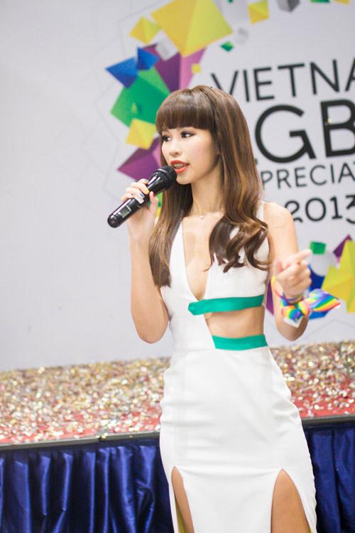 Hà Anh mặc siêu hở, ủng hộ người đồng tính - 1