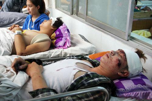 Hãi hùng lời kể nạn nhân vụ xe cấp cứu đâm xe tải - 1
