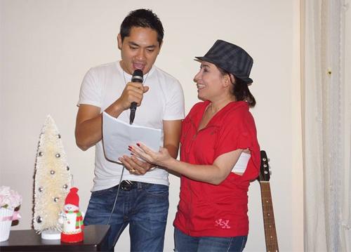 Uyên Trang, Phi Nhung đón Noel với buôn làng - 1