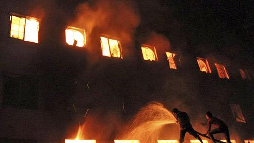 Hỏa hoạn 112 người chết ở Bangladesh: Truy tố 13 người - 1