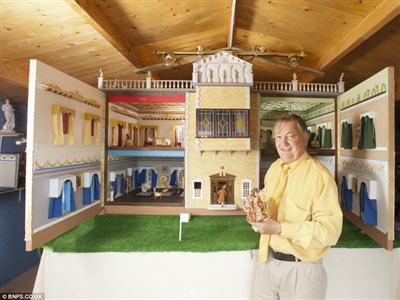 26 năm xây nhà dát vàng cho…búp bê - 1