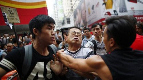 Hong Kong bác bỏ tin dùng xã hội đen chống biểu tình - 1