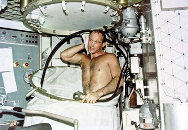 Cuộc sống của phi hành gia trên trạm không gian.