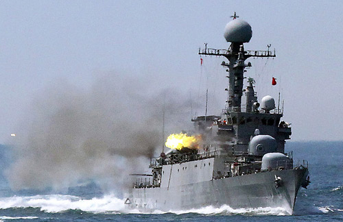 Tàu chiến Hàn Quốc, Triều Tiên đấu súng trên biển - 1