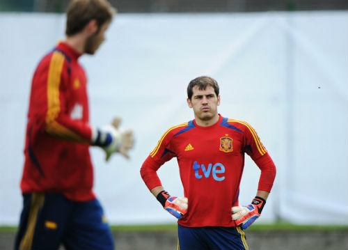 De Gea đọ tài Casillas: Kẻ tám lạng, người nửa cân - 1
