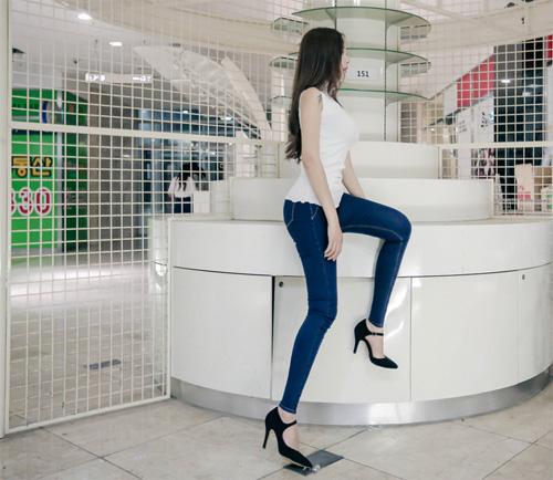 Mỹ: Cấm học sinh mặc quần bó vì giống... gái bán hoa - 1