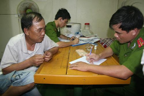 Nhóm người lạ cướp tàu Sunrise 689 nói tiếng Indonesia - 1