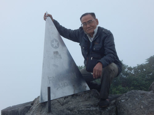 Cụ 84 tuổi chia sẻ bí quyết chinh phục đỉnh Phan-xi-păng - 1