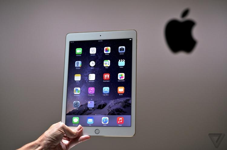 iPad Air 2 có kích thước 240 x 169.5 x 6.1 mm, trọng lượng 437 g (Wi-Fi) và 444 g (3G/LTE)