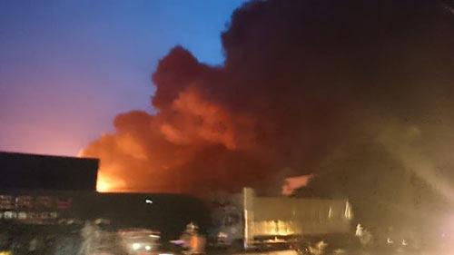 Cháy lớn tại kho chứa mút xốp ở Hưng Yên - 1
