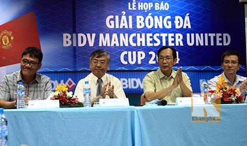 Huyền thoại MU đến Việt Nam dự giải phong trào - 1
