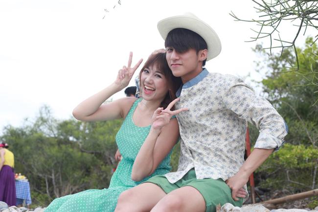 Trong phim Chàng trai năm ấy, nhân vật lấy cảm hứng từ Wanbi cũng có một cô bạn gái dễ thương đáng mến do Hari Won thủ vai chính.