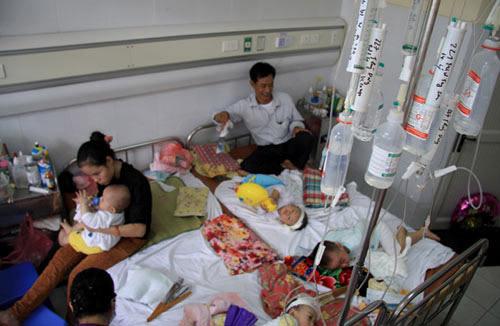 13 trẻ ở Hà Nội sốt phát ban nghi sởi nhập viện - 1