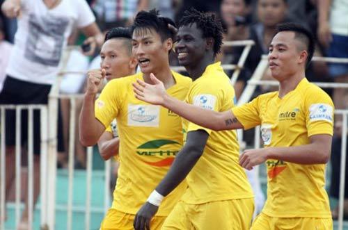 Top 5 bàn thắng đẹp V18 V-League 2013 - 1