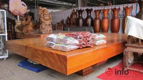 Sập gỗ, bàn ghế vài trăm triệu đổ về HN - 1
