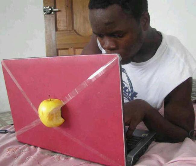 """Máy tính của hang """"quả táo cắn dở"""" đấy"""