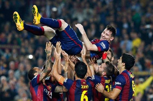 Messi hattrick, Ronaldo cú đúp: Nước rút giành QBV - 1