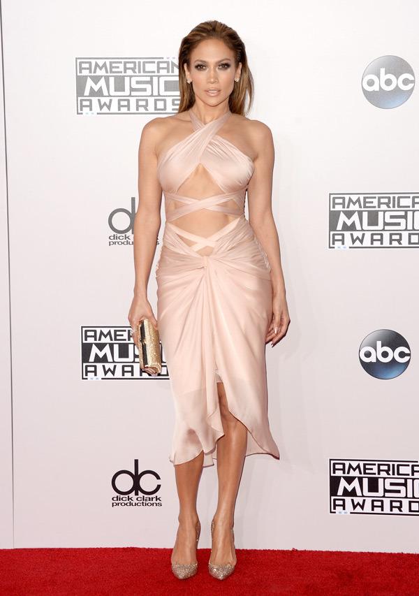 "Jennifer Lopez: 45 tuổi vẫn ""mòn con mắt"" - 1"