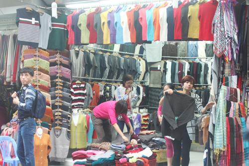 Khảo giá khăn quàng mùa đông trên phố Hà Nội - 1