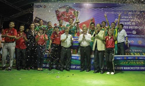 Minh Tân FC lên ngôi ở giải bóng đá đường phố 2014 - 1