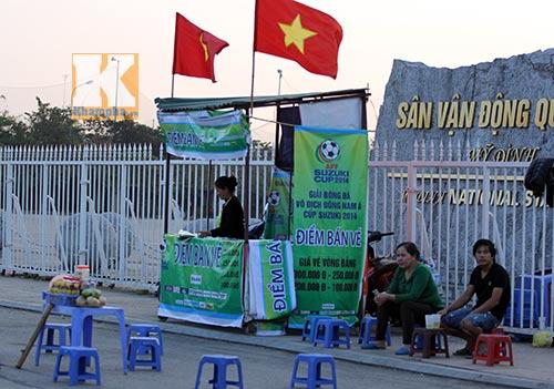 Cả buổi chiều chỉ bán được hơn 10 vé xem ĐT Việt Nam - 1