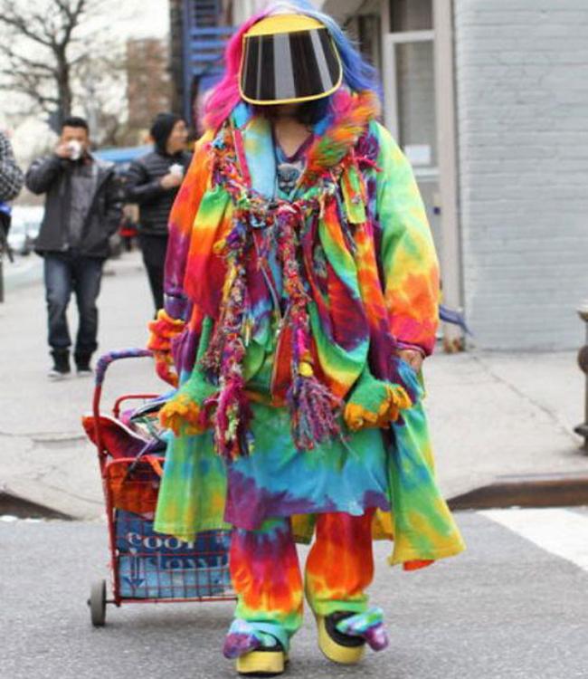 Bộ trang phục rất sặc sỡ