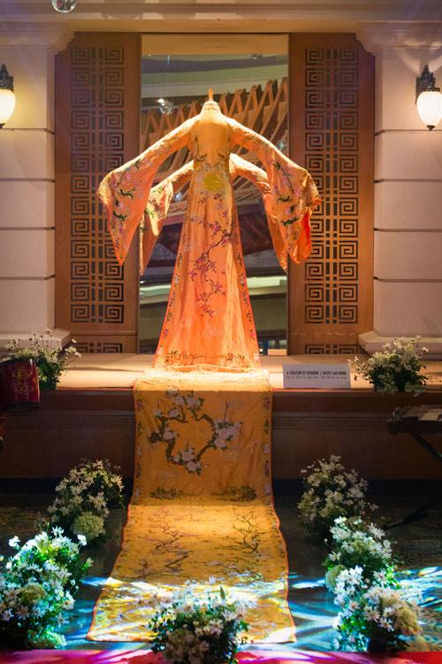Ấn tượng với chiếc áo dài 10m của NTK Lan Hương - 1