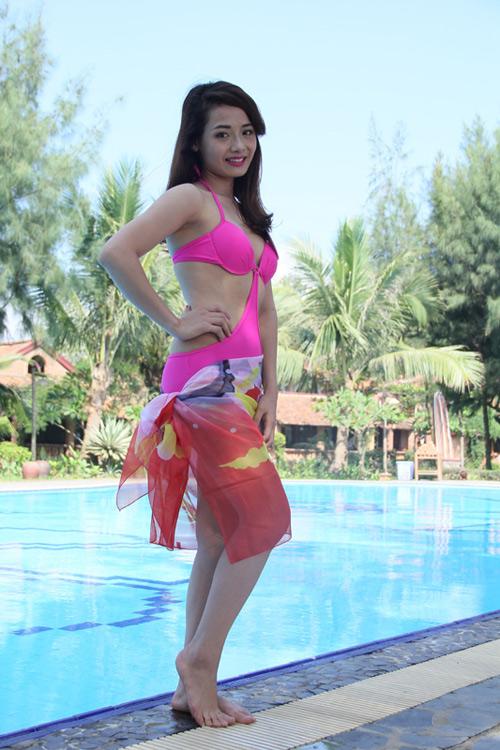 Người đẹp xứ Thanh e thẹn chụp ảnh với áo tắm - 1