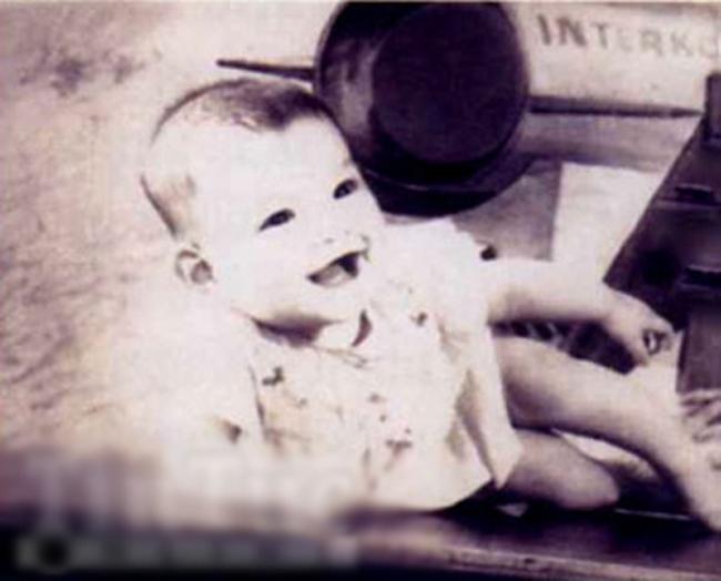 Hồ Ngọc Hà sinh ngày 25/11/1984. Nữ ca sĩ có bố là người lai Pháp nên đặc biệt sở hữu nhiều nét đẹp của Tây phương.