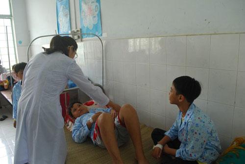 17 học sinh nhập viện cấp cứu sau khi tiêm vắc-xin - 1