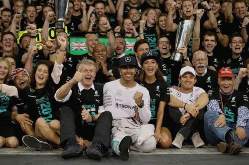 F1 - Abu Dhabi GP: Phía sau vạch đích (P1) - 1